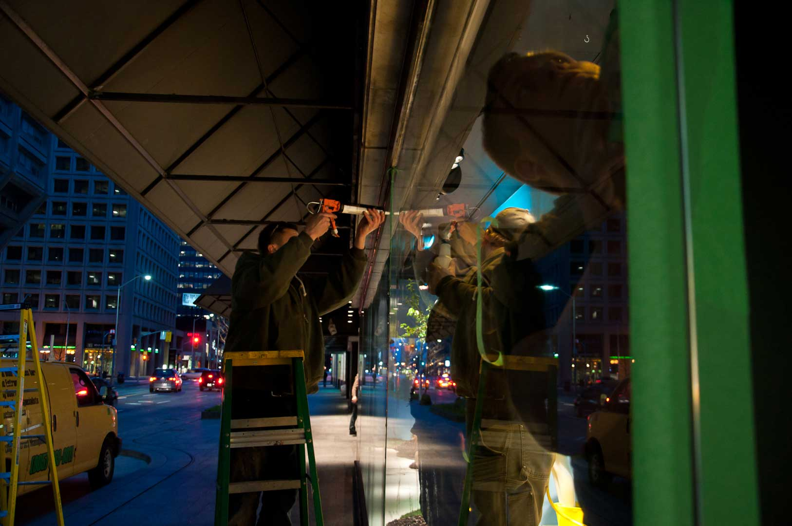 Explore1.ca Exterior Caulking Window During Emergency 24Hour Repair